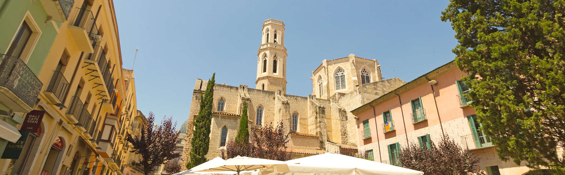 Descubre la capital de l'Alt Empordà en media pensión