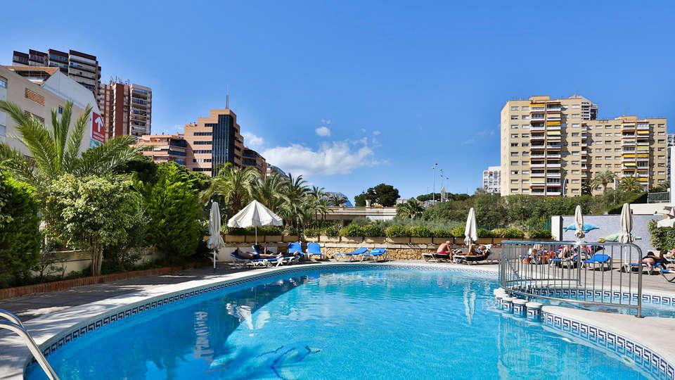Hotel Prince Park - edit_pool2.jpg