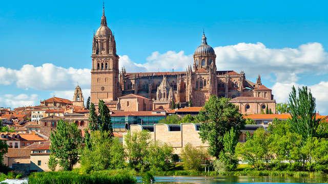 Escapada en un exclusivo hotel en el centro de Salamanca con botella de cava y desayuno incluido