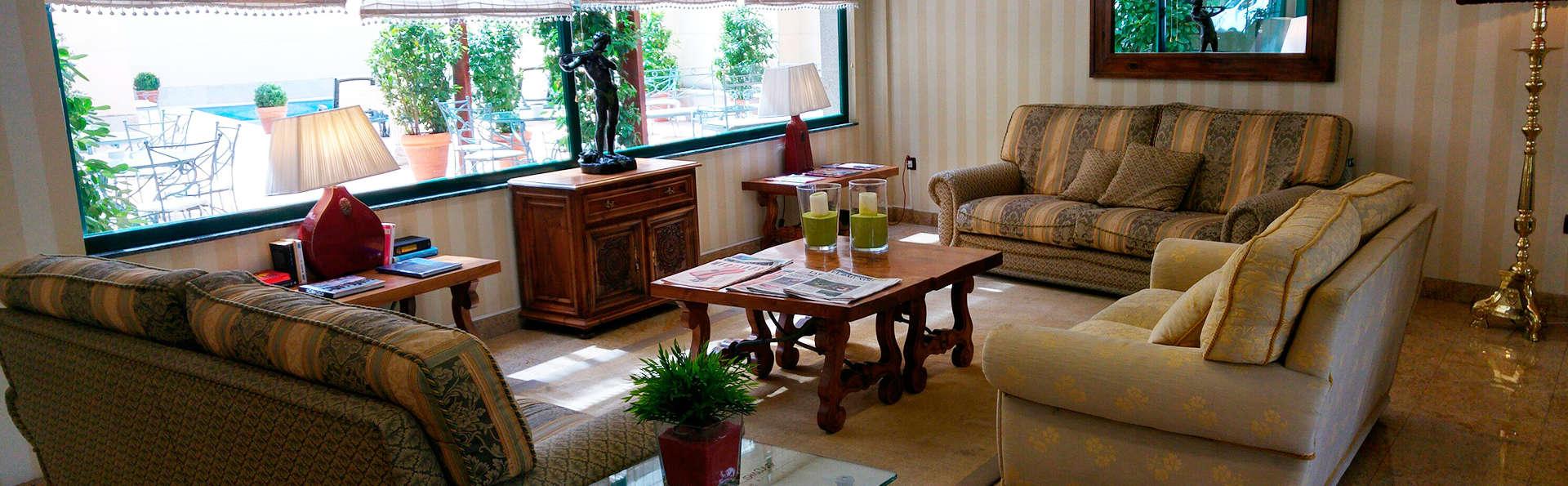 Hotel Puente Romano de Salamanca - EDIT_salon.jpg
