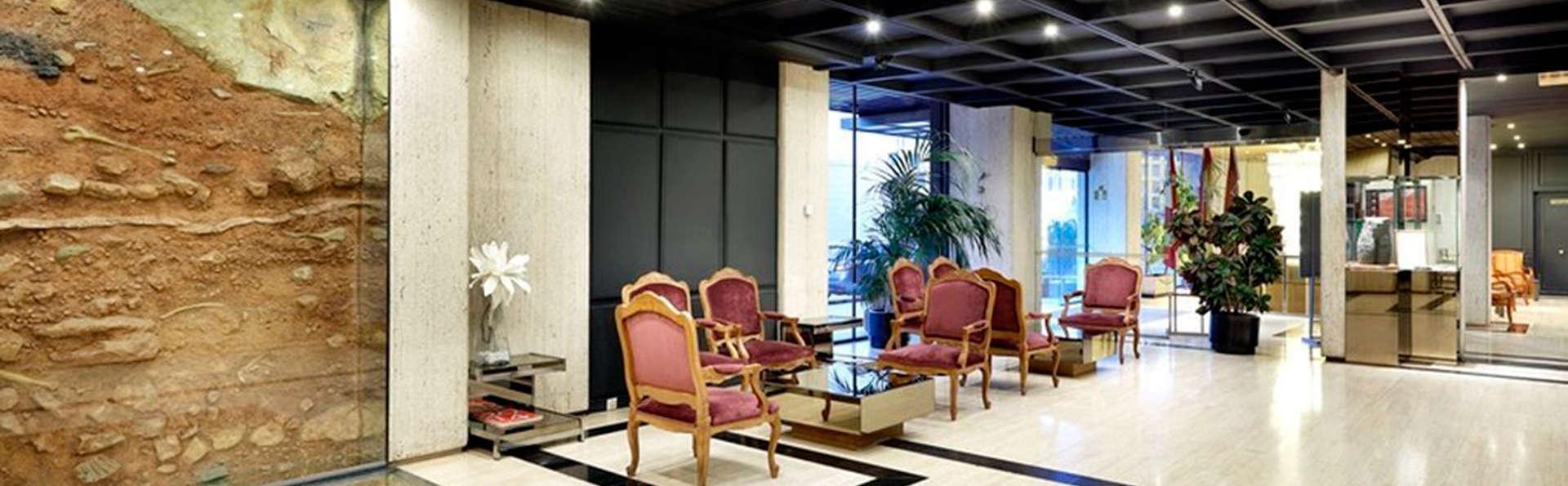 Hotel Puerta de Burgos - EDIT_lobby1.jpg
