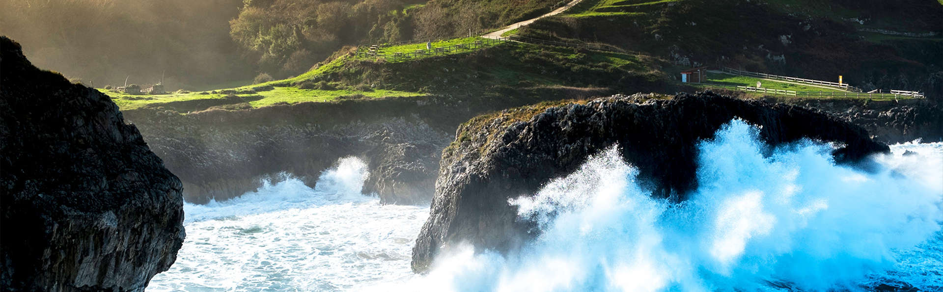 Escapada en Llanes entre los Bufones de Arenillas y la roca Ídolo de Peña Tú