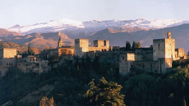 Descubre Granada: capital de Reino Nazarí con desayuno incluido (desde 3 noches)