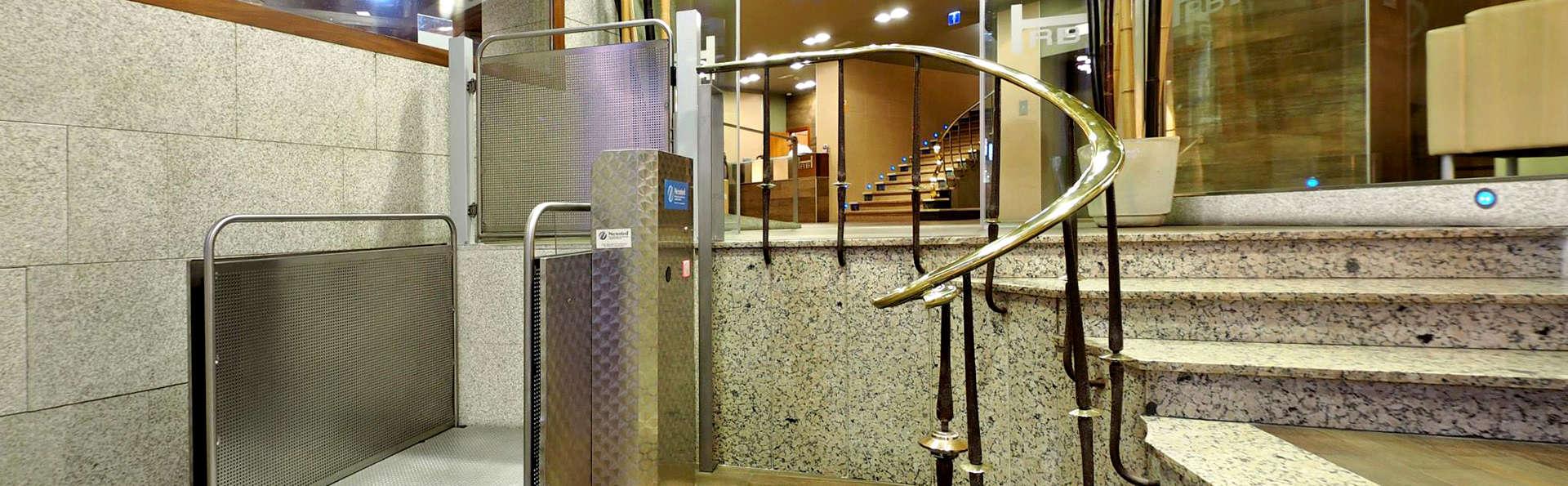 Hotel Rías Bajas - Edit_Entrance.jpg