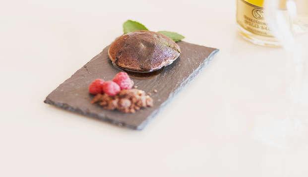 Escapada romántica en suite con bañera de hidromasaje y cena degustación en Hellín