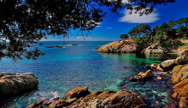 Escapada relax con acceso a la zona de aguas: desayuna frente al mar de la costa brava