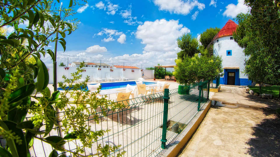 Hotel Rural Bodega La Venta - Edit_Pool.jpg