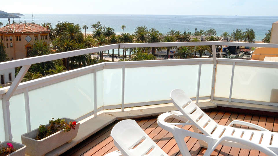 Hotel Evenia President - edit_terrace.jpg