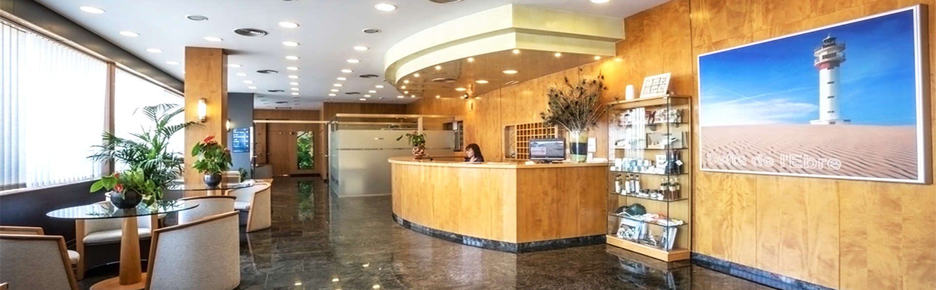 Hotel Rull - EDIT_3_recepcion.jpg