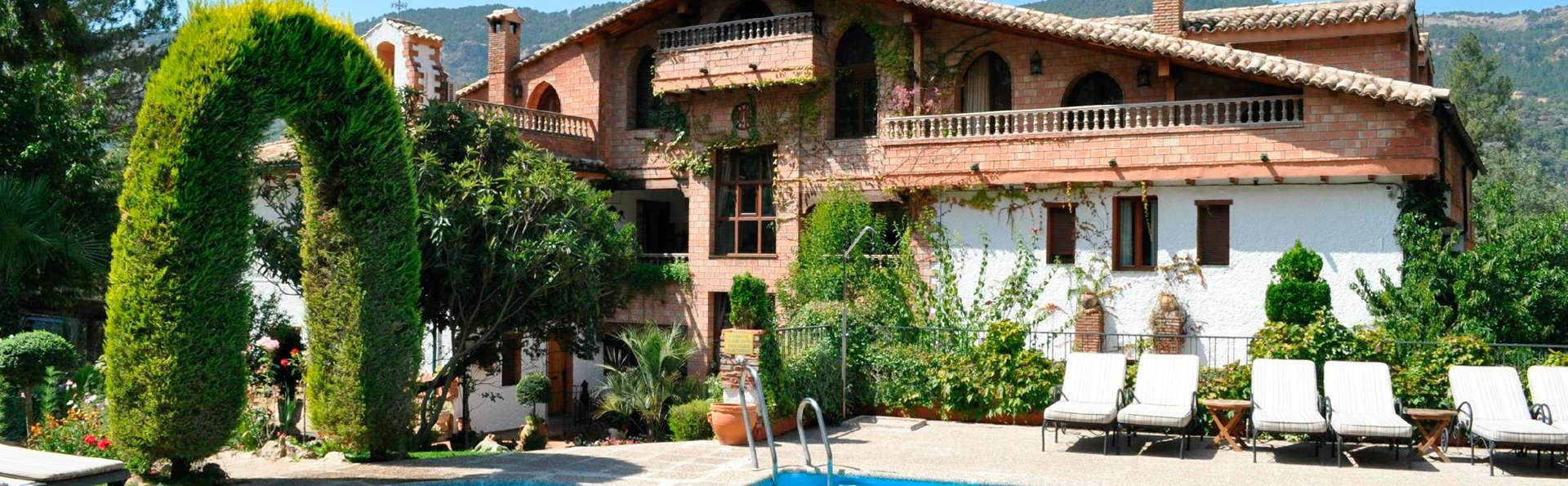 Hotel Rural Convento Santa María de la Sierra - EDIT_pool1.jpg
