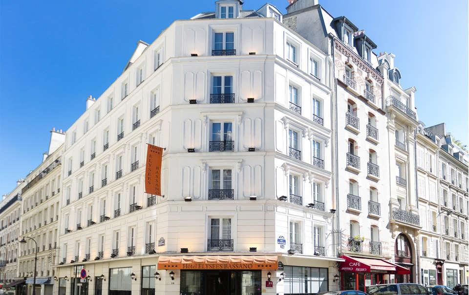 Hôtel Elysées Bassano - EDIT_Facade.jpg