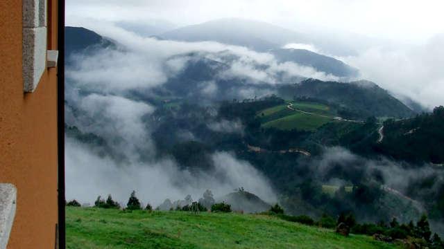 Abre la ventana por la mañana y disfruta de este paisaje asturiano, ¡y con cena incluida!