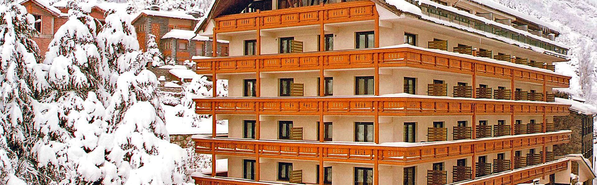 Hotel Rutllan - Edit_Front2.jpg