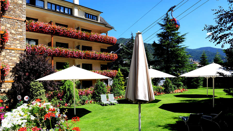 Hotel Rutllan - Edit_Front3.jpg