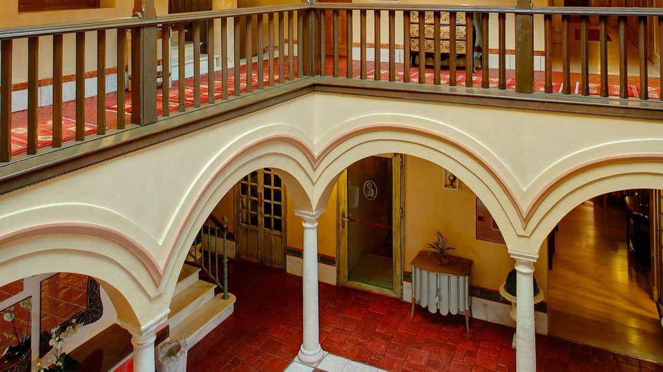 Hotel Sacristía de Santa Ana - Edit_Patio.jpg