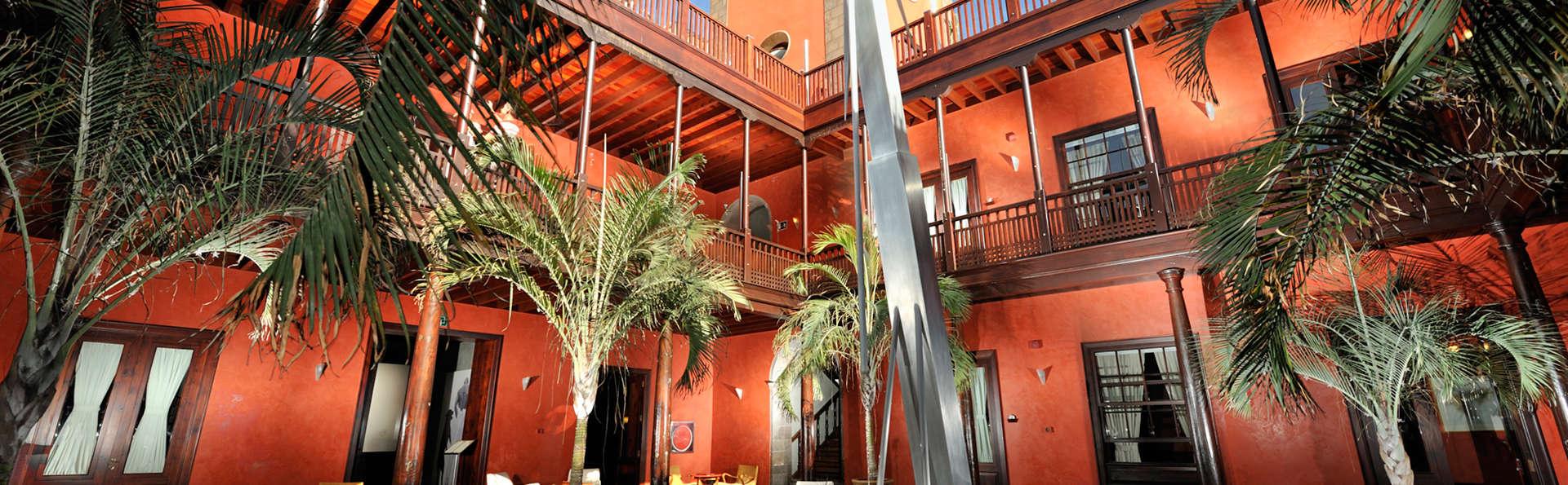 Hotel San Roque - EDIT_patio.jpg