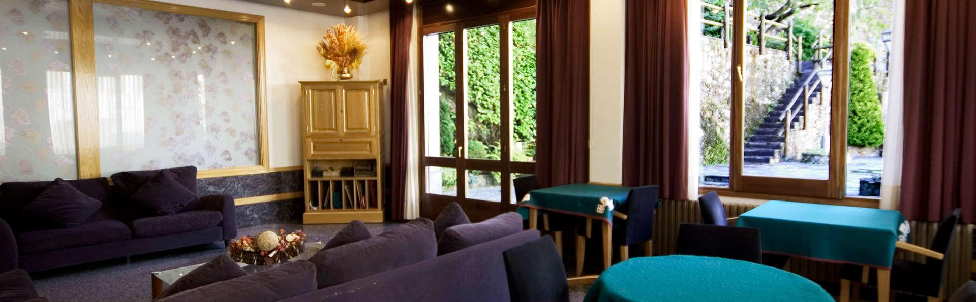 Hotel Sant Antoni - EDIT_salon.jpg