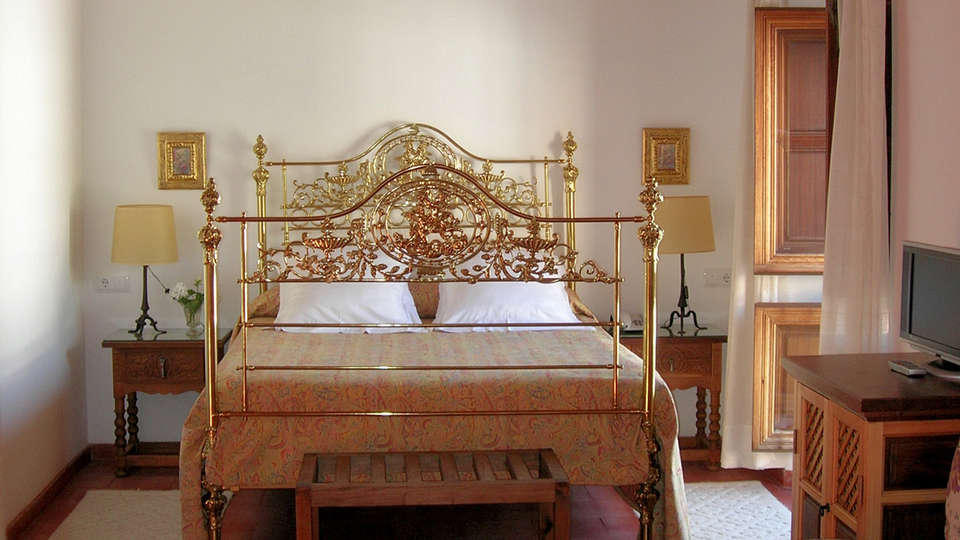 Hotel Santa Isabel La Real - EDIT_room2.jpg