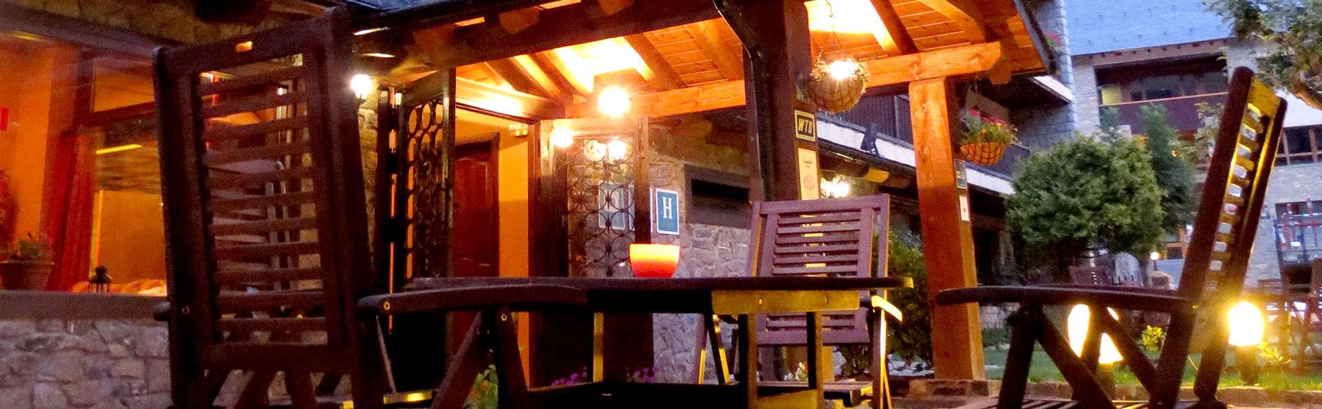 Hotel Saurat  - Edit_Terrace.jpg