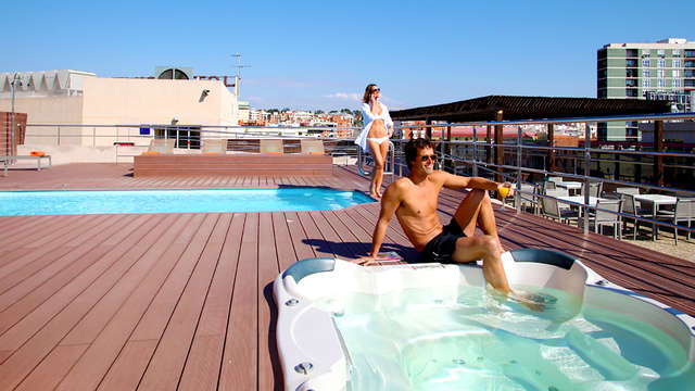 Escapada Romántica: Desata tus 50 sombras en Tarragona con Lovebox (parking incluido)