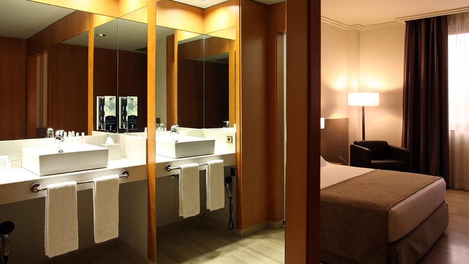 Hotel SB Ciutat de Tarragona - Edit_bathroom.jpg