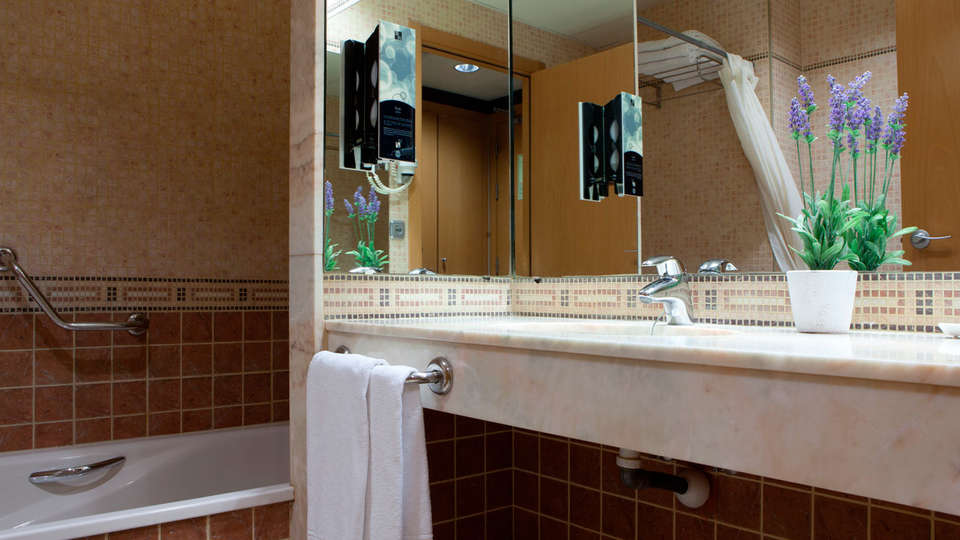 Hotel SB Express Tarragona - EDIT_bath.jpg