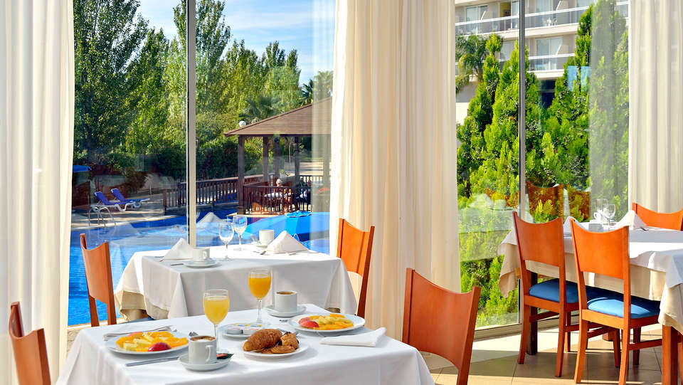 Hotel Sol Costa Daurada - Edit_Restaurant.jpg