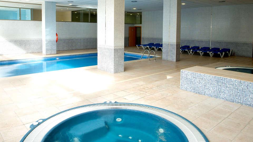 Hotel Sol Costa Daurada - Edit_Pool4.jpg