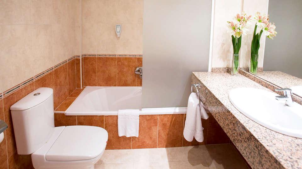 Hotel Sol Costa Daurada - Edit_Bathroom.jpg