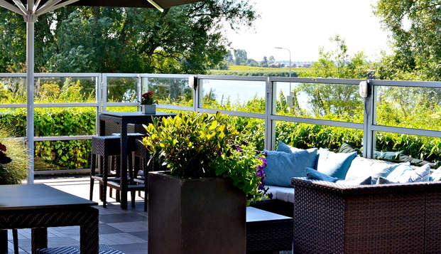Cena y relax a orillas del río Oude Maas