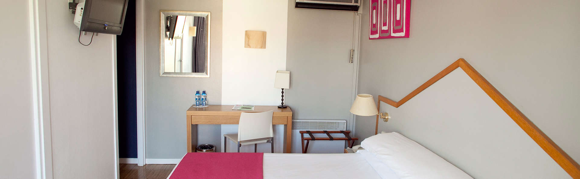 Hotel Subur - EDIT_room.jpg