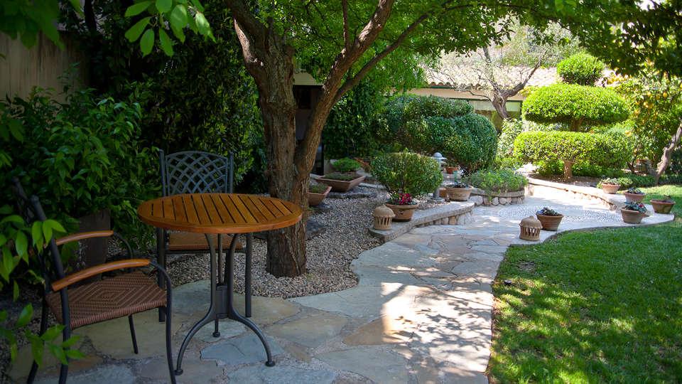 Hotel Son Sant Jordi - EDIT_garden1.jpg