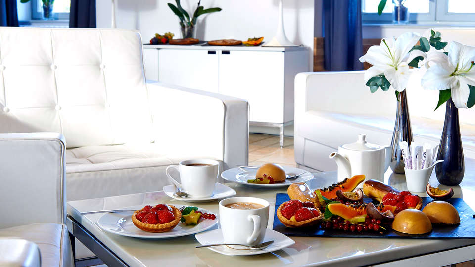 Hotel The Originals Château du Bois Guy (ex Relais du Silence) - Edit_Breakfast.jpg