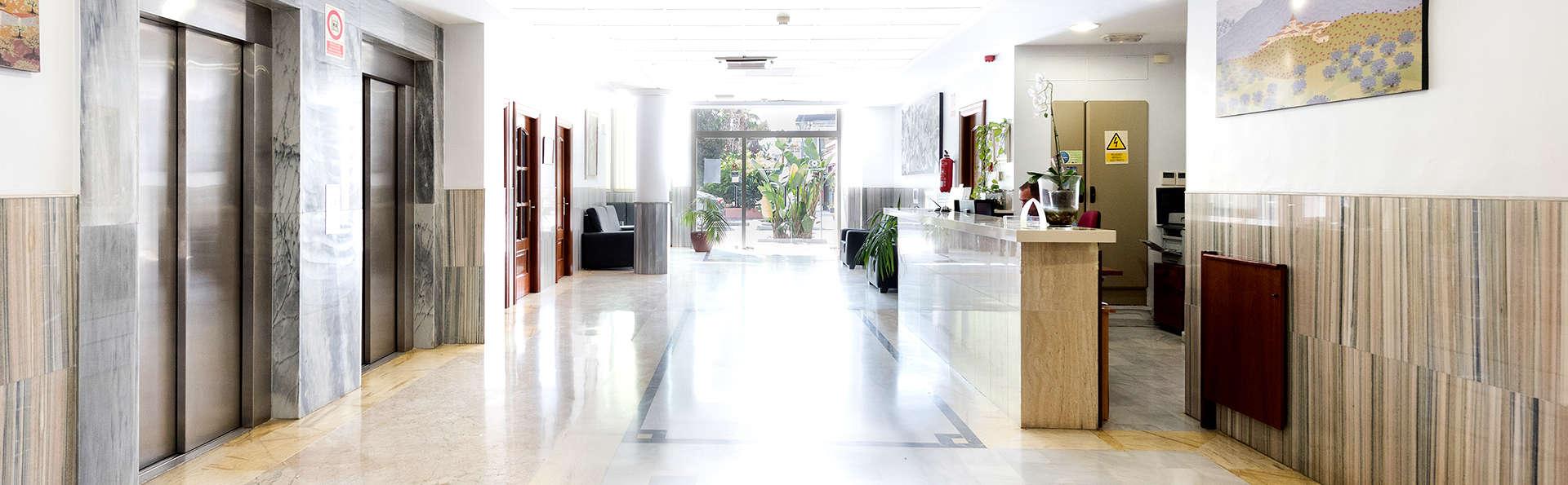 Hotel Toboso Almuñécar - Edit_reception2.jpg