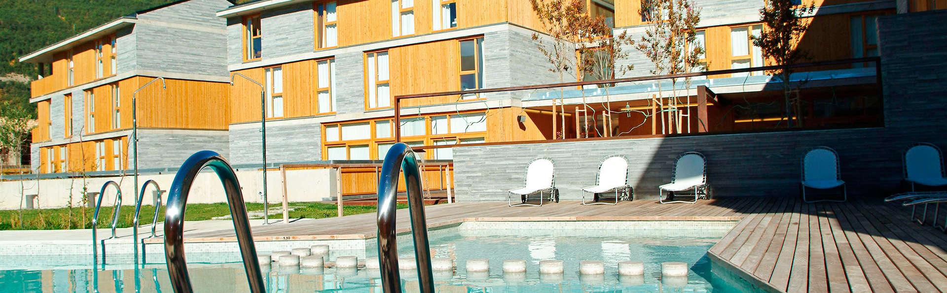 Hotel Tierra de Biescas - EDIT_pool1.jpg