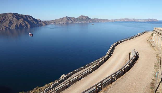 Visita las Salinas de San Pedro del Pinatar y alójate al lado con cava, desayuno y parking