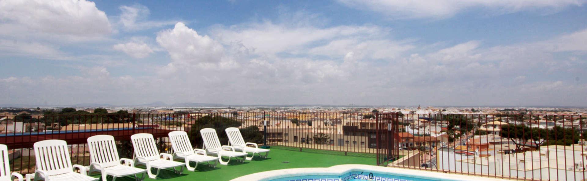 Hotel Traíña - EDIT_pool.jpg