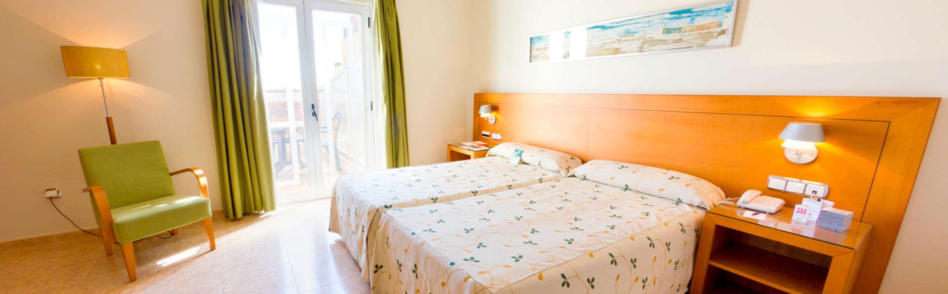Hotel Traíña - EDIT_room.jpg