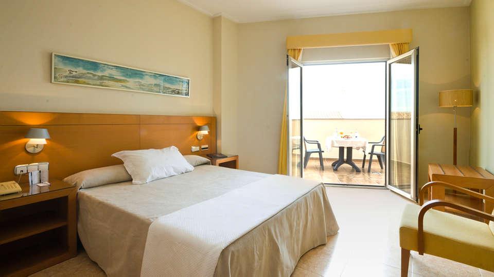 Hotel Traíña - EDIT_room3.jpg
