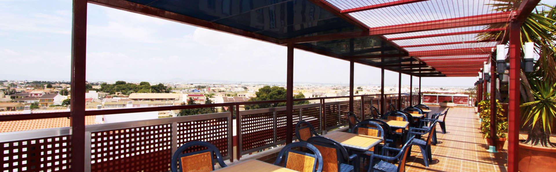 Hotel Traíña - EDIT_terrace.jpg