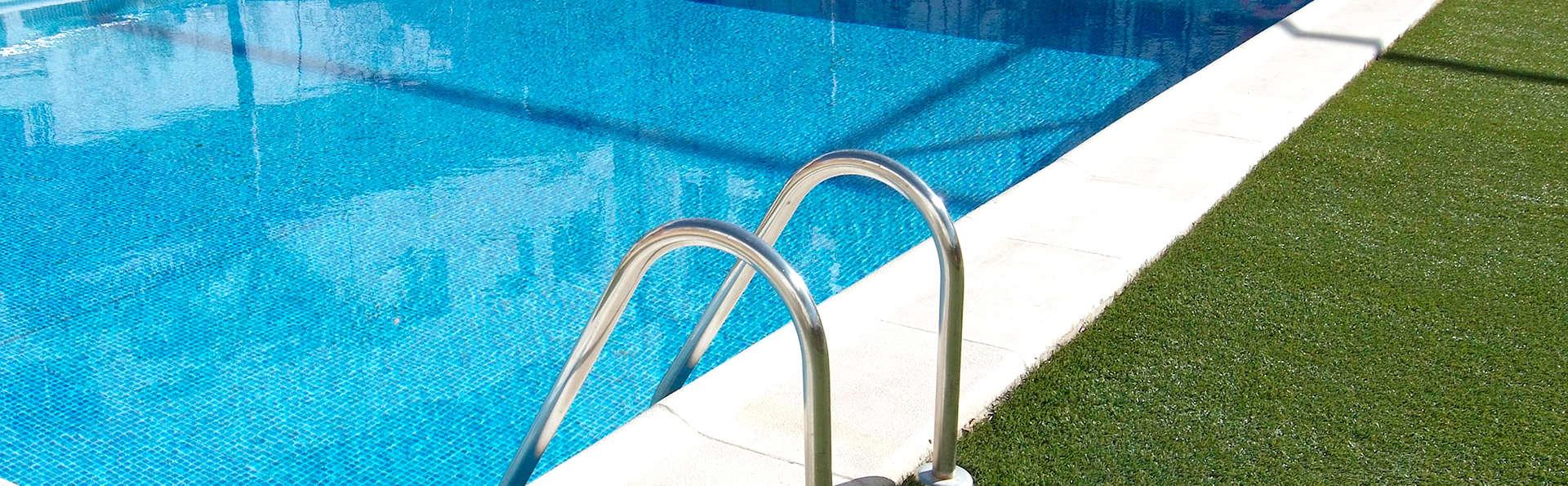 Hotel Tryp Valencia Feria - Edit_Pool.jpg