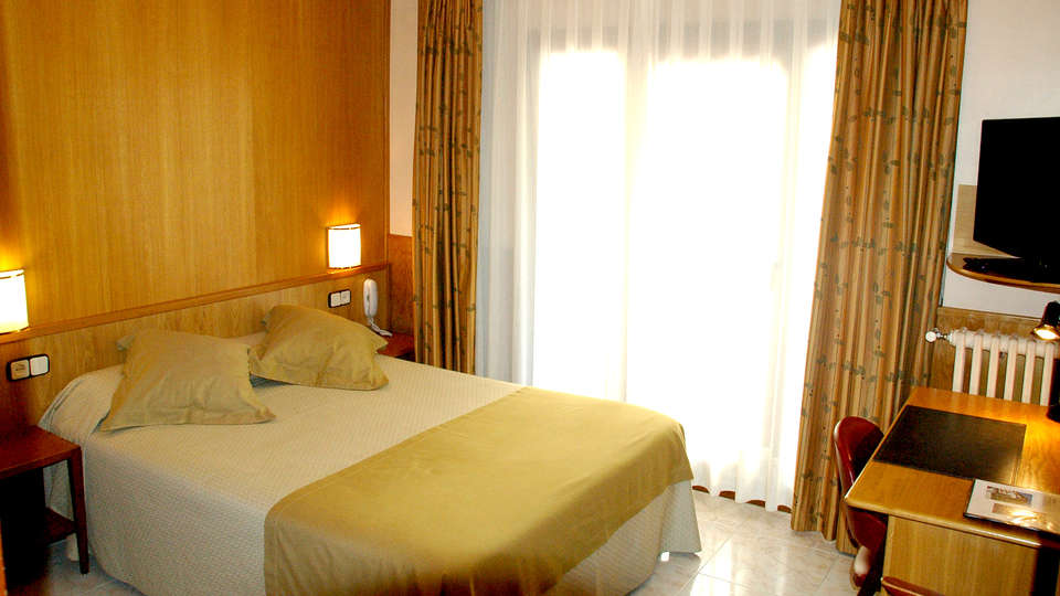 Hotel Univers - Edit_Room.jpg