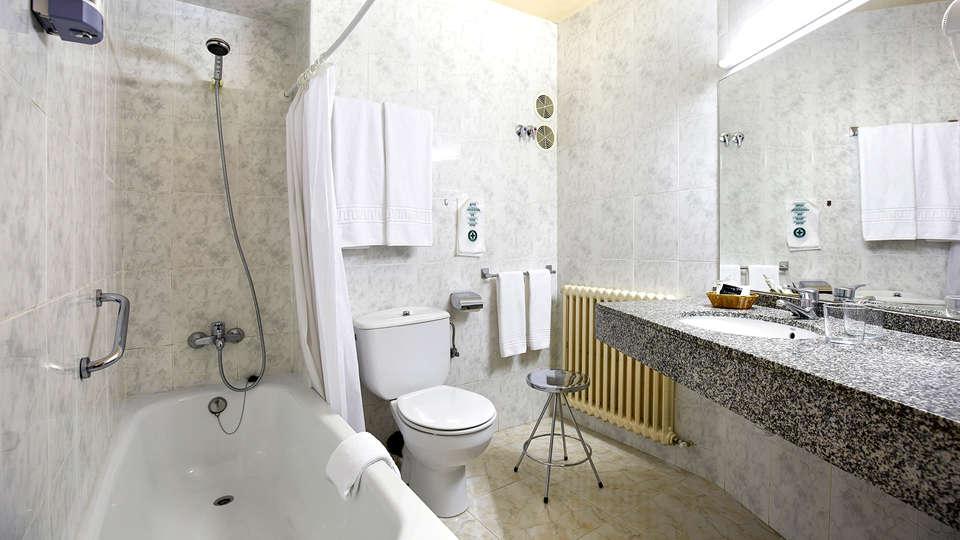 Hotel Univers - Edit_Bathroom.jpg
