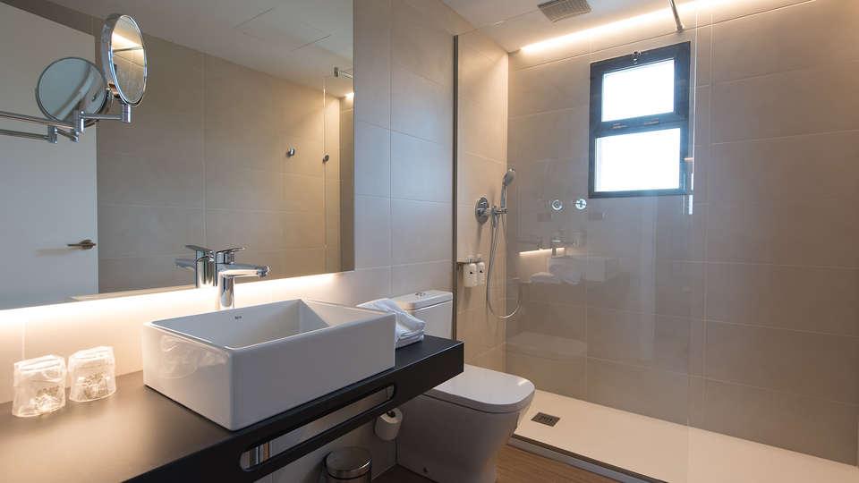 Hotel Terradets - EDIT_bath2.jpg