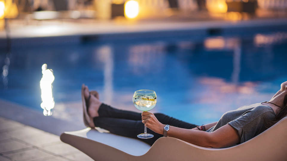 Hotel Terradets - EDIT_drinkpool.jpg