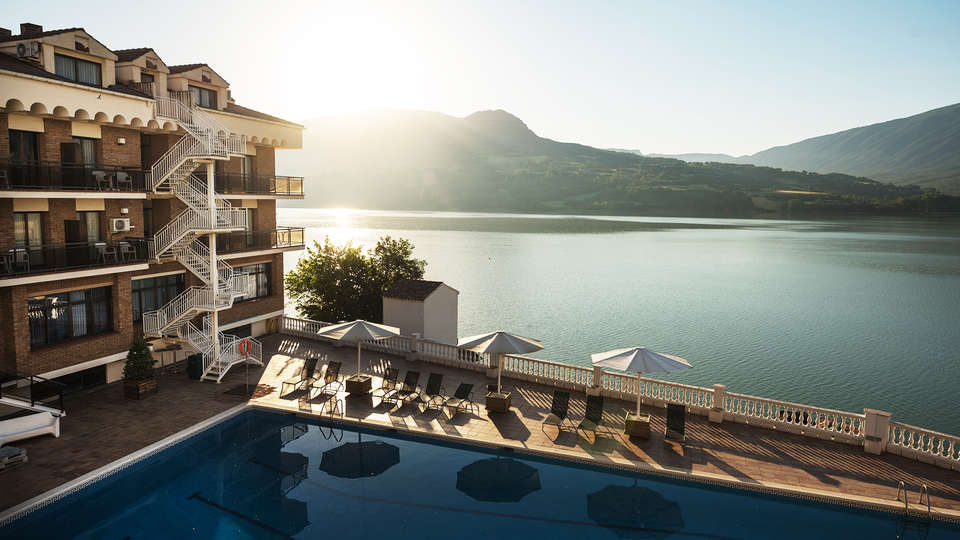 Hotel Terradets - EDIT_pool3.jpg