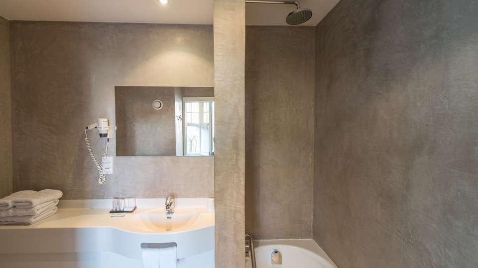 Montanus Hotel - EDIT_NEW_bath.jpg