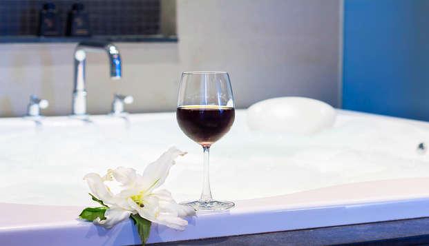 Escapade à Séville en chambre supérieure avec bain hydromassant privé et espace détente