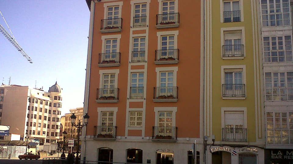 Hotel Vía Gótica - Edit_Front.jpg