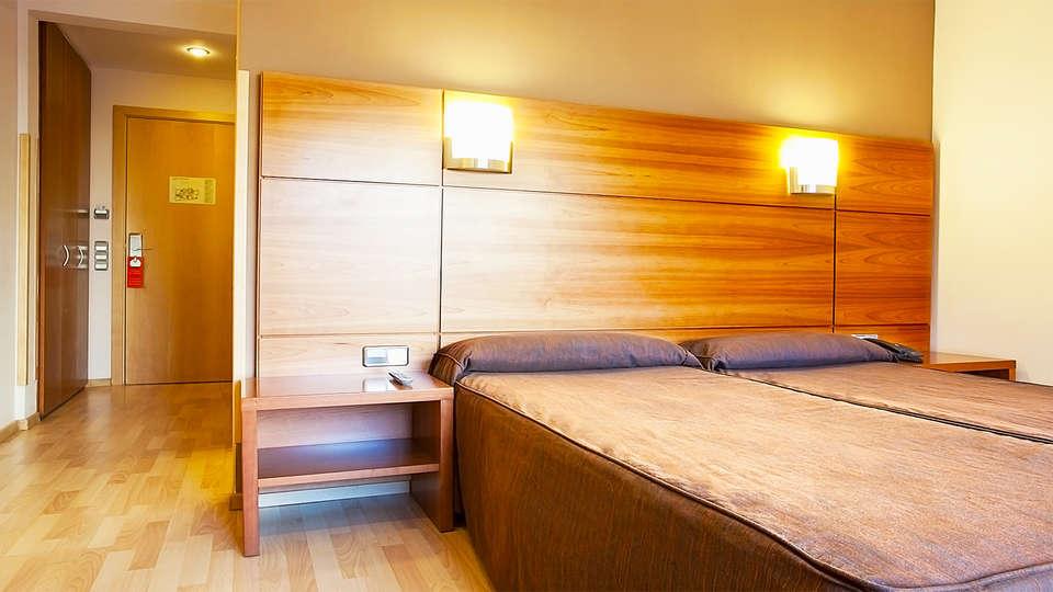 Hotel Vía Augusta - EDIT_25_twinroom.jpg
